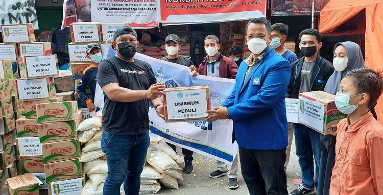 Warga Terdampak Kebakaran Menerima Bantuan Unmuh Makassar